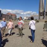 Uczestnicy wycieczki na Placu Solidarności. Fot. M. Kurr